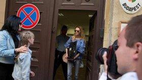 Eva Varholíková Rezešová po propuštění z maďarského vězení.