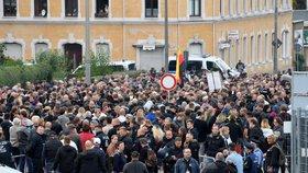 V německém Chemnitzu lidé znovu demonstrovali kvůli vraždě tamního občana. Zatykač na jednoho z útočníků unikl na veřejnost (30. 8. 2018).
