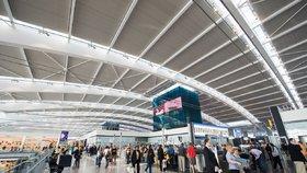 Letištní hala terminálu 5 na Heathrow.