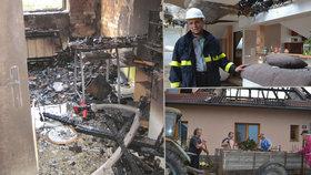 Ohnivé peklo postihlo dobrovolného hasiče: Plameny připravily šestičlennou rodinu o střechu.