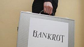 Na osobní bankrot by mělo dosáhnout více dlužníků (ilustrační foto)
