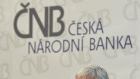 Guvernér České národní banky (ČNB) Jiří Rusnok představil nové vzory bankovek v hodnotě 100 Kč a 200 Kč