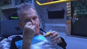 Záchranáři splnili umírajícímu muži (71) poslední přání: Vzali ho na zmrzlinu do McDonaldu!