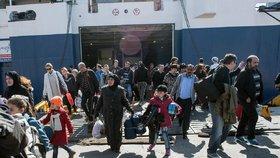 Eurokomisař pro regionální politiku Johannes Hahn naznačil, že by o cestu do Evropy mohlo usilovat až 22 milionů migrantů
