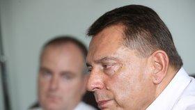 Jiří Paroubek nepřímo obvinil svou ženu Petru, že z jeho bankovního sejfu zmizelo dohromady 5 milionů korun.