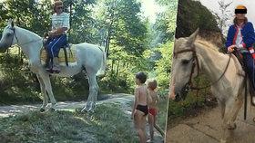 Dokonalá kopie Bohúše, co říkáte? Bohumil D. se na oslavě narozenin proháněl na koni, stejně jako Bolek Polívka ve filmu.