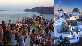 Řecké Santorini je oblíbeným terčem turistů