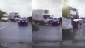 Limuzínu moldavského prezidenta smetl náklaďák v protisměru.
