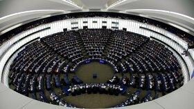 Europoslanci hlasovali o copyrightu, tedy směrnici o autorském právu (12.9.2018)