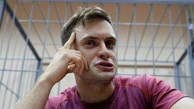 Pyotr Verzilov skončil v rukách policie i po té, co narušil fotbalový šapmionát v Rusku, když vběhl na trávník přímo při zápase