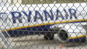 Sedm odborových svazů palubního personálu irské nízkonákladové letecké společnosti Ryanair v pěti evropských zemích hodlá 28. září uskutečnit 24hodinovou stávku.