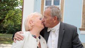 Senátor Jaroslav Kubera s manželkou Věrou po 50 letech obnovili manželský slib (15. 9. 2018)