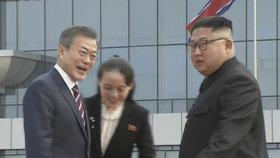 Severokorejskému vůdci asistovala jeho mladší sestra a poradkyně Kim Jo.čong.