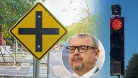 Ministr dopravy Ťok chce zavést nové pravidlo v dopravě. Řidiči by na křižovatkách mohli na červenou odbočovat vpravo.