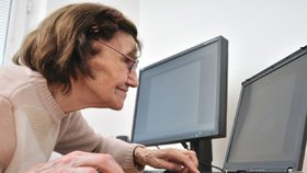 Mnoho seniorů umí ovládat počítač. (ilustrační foto)
