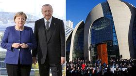 Angela Merkelová s Erdoganem v Berlíně. V Kolíně nad Rýnem pak turecký prezident otevřel obří mešitu