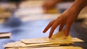 Na sčítání hlasů dohlíželo v komunálních volbách dohlížet přes 14.500 okrskových volebních komisí. Zhruba 5000 z nich navíc zpracovávalo i hlasy v senátních volbách