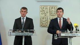 Jan Hamáček a Andrej Babiš na tiskové konferenci ke sto dnům menšinové vlády ANO a ČSSD (4.10.2018)