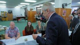 Miloš Zeman 5. 10. 2018 odvolil, u plenty pro něj byla připravená židle.
