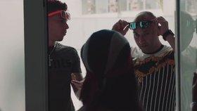 Španělský drogový boss Francisco Tejon v hudebním klipu (pruhované tričko)