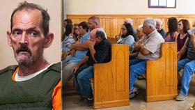 Budeme se koukat, jak umíráš! Rodina u soudu křičela na brutálního vraha.
