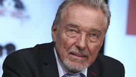 Karel Gott (79) leží v nemocnici! A drží ho v karanténě!