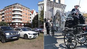 Strážníci pokutovali řidiče za špatné parkování