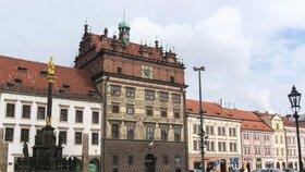 Budova radnice v Plzni.