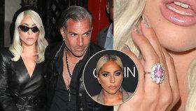 Lady gaga ukázala zásnubní prsten!