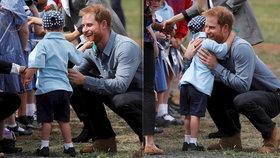 Malý chlapec polochtal prince Harryho na vousech.