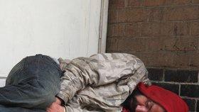 Zimní měsíce přináší lidem bez domova mnoho utrpení