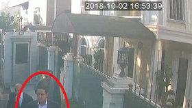Turecká policie zveřejnila snímky členů saúdskoarabského komanda z letiště i z konzulátu.