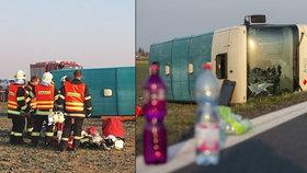 Zranění ze včerejší autobusové nehody zůstávají v nemocnici.