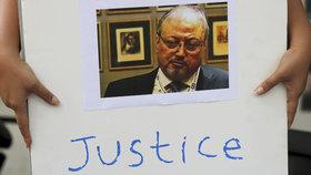 Lidé se dožadují spravedlnosti pro zavražděného novináře Džamála Chášukdžího.