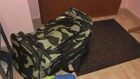 Taška, do které si hoch před operací sám sbalil věci.