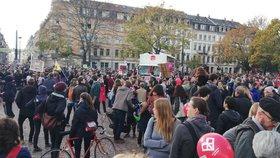 Tisíce lidí v Drážďanech demonstrovaly za toleranci a demokracii.