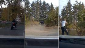 Motorkář u Brandýsa ujížděl až 160 km/h: Nevybral zatáčku a skončil v rybníce.