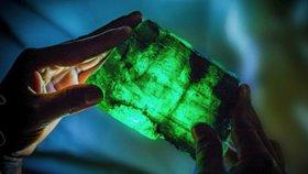 Masivní a nezvykle čirý smaragd objevil horník náhodně při své práci.