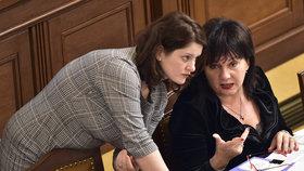 Ministryně Babišovy vlády Jana Maláčová (ČSSD) a Alena Schillerová (za ANO)