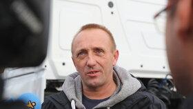 Řidič Martin přežil pád z mostu v Janově. Dostal nový kamion