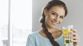 Voda s citronem je zázračný nápoj. Pijte ji každý den a tohle všechno se zlepší!