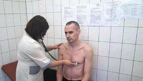 Režisér Sencov držel za propuštění hladovku.