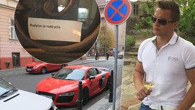 Rudolf Rudyšar patří v Praze ke zlaté mládeži. Poslanecký asistent šéfa KSČM Vojtěcha Filipa si ale za zákonů nic nedělá. Má zálibu v rychlých autech a pokutami za rychlou jízdu se chlubí na sociálních sítích.