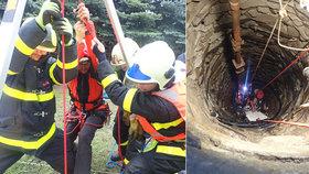 Senior při opravě studny spadl dovnitř: Z 10metrové hloubky ho zachránili hasiči!