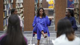 Bývalá první dáma Michelle Obamová zahájila tour, na které představuje svůj životopis Becoming.