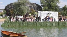 Na svatbu Andreje a Moniky Babišových dorazil i Andrej Babiš mladší, premiérův syn z prvního manželství