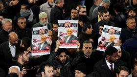 Smrt saúdského novináře Chášukdžího byla podle Turků plánovaná. Za zavražděného novináře se lidé modlí.