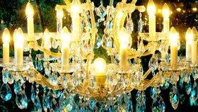 Čeští skláři uhranují svými lustry