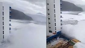 Obří příboj zdevastoval luxusní hotel v dovolenkovém ráji Čechů. Vyděšené turisty zachraňovali!