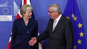Theresa Mayová a předseda EU Jean-Claude Juncker na jednání o brexitu (24.11.2018)